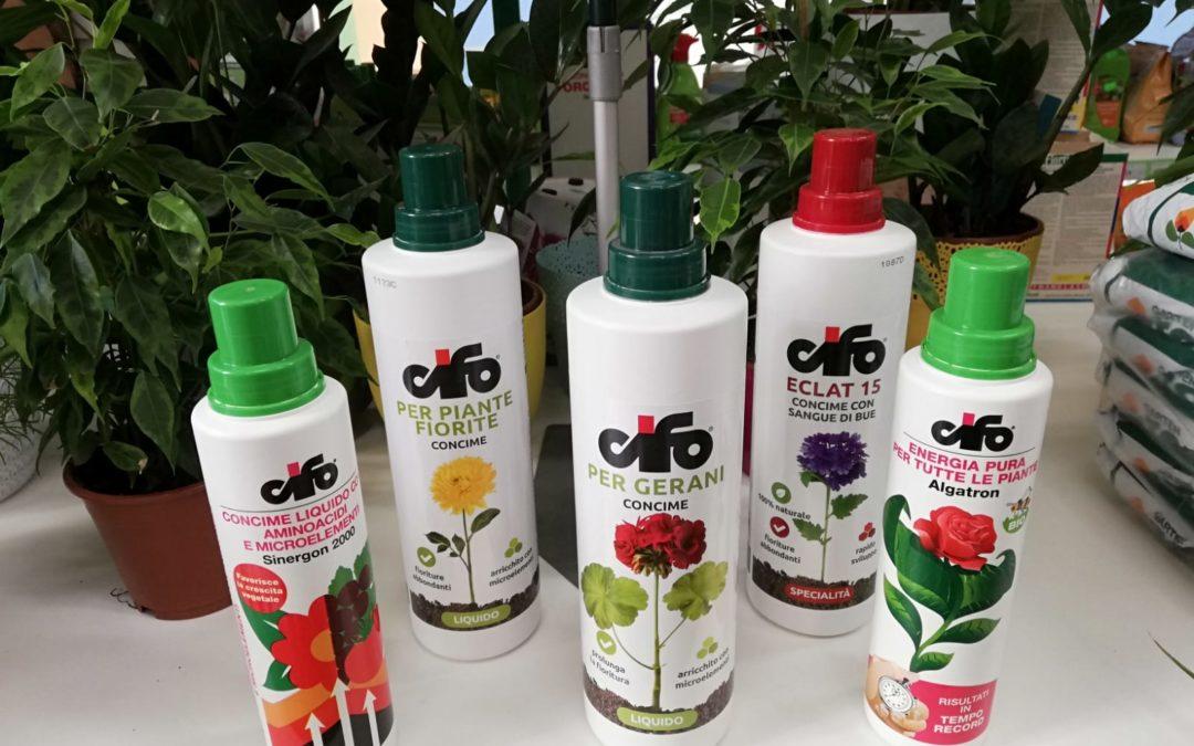 3 concimi liquidi per le tue piante fiorite